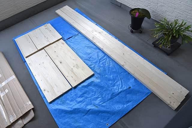 購入した棚板とツーバイフォー2本