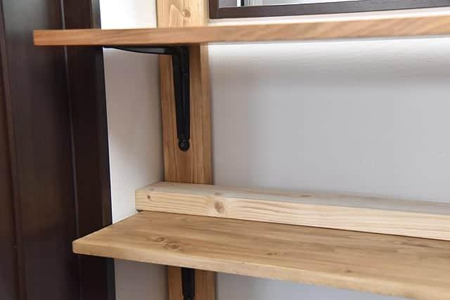 棚板の奥に余った板を設置する