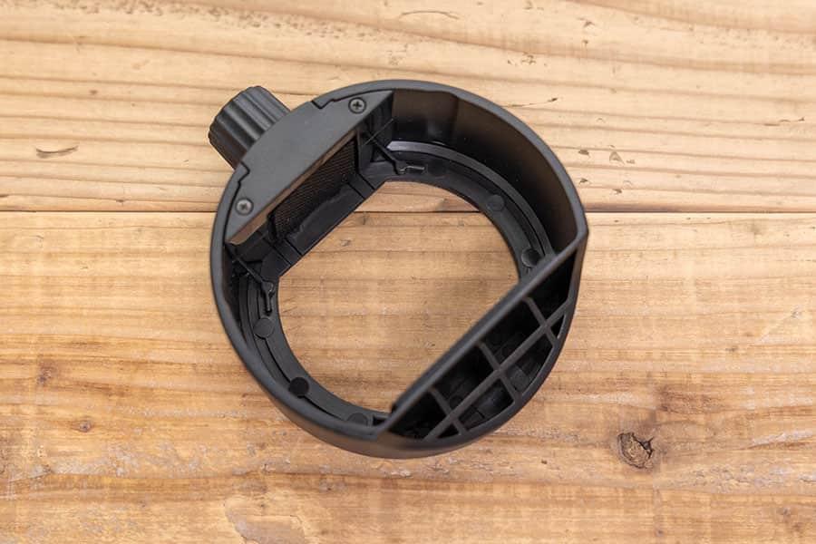 Godox S-R1 ラウンドヘッドアクセサリーアダプターリング こちら側からストロボを入れてネジで閉めて装着します