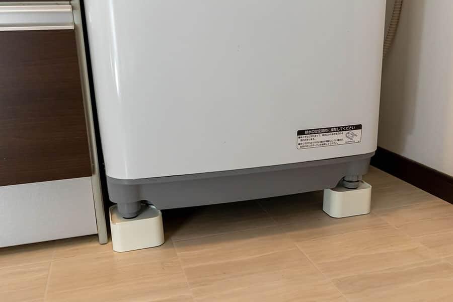洗濯機の下にかさ上げ台を設置完了