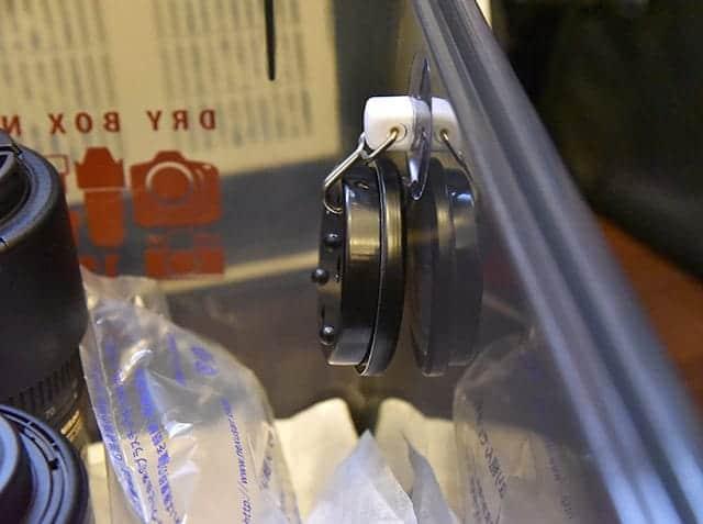 スイング吸盤フックで湿度計を設置