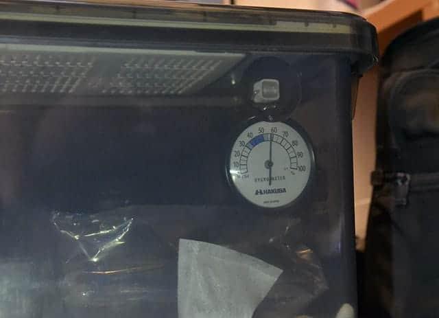 外から見た湿度計