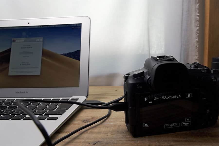 USB-CケーブルでMacBook Airと接続する