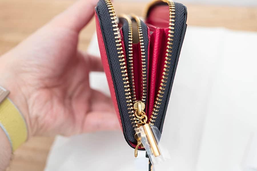 EPOI シキのラウンドファスナー長財布 ファスナーも開けやすい
