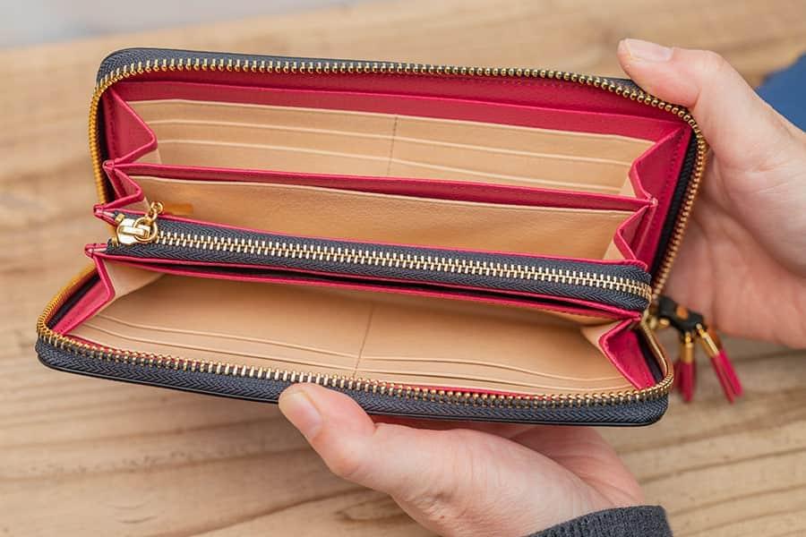 カード12枚!母へのプレゼントにおすすめな収納力の高いラウンドファスナー長財布