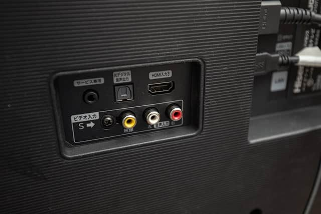 テレビ背面のHDMI端子を探す