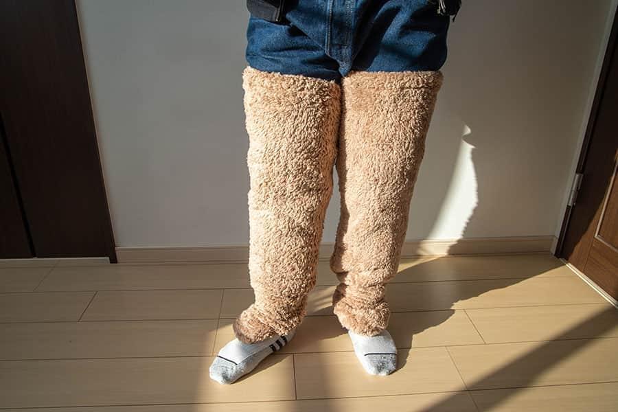 足用の毛布をジーンズの上から履いてみた