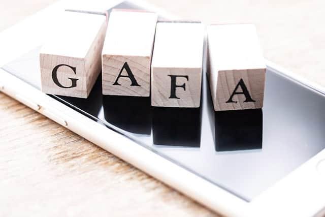 GAFAのデータ独占に公取委がメス!