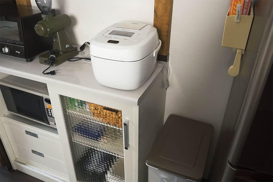 キッチンのゴミ箱の上の空きスペース