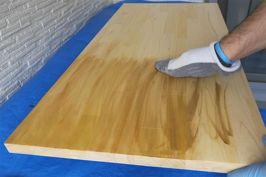 ブライワックスを木材に塗る