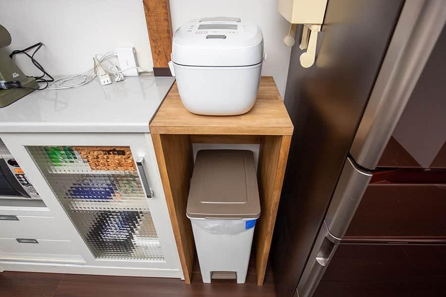 キッチンのゴミ箱上のスペースを有効活用!木製ラックを自作DIYしてみた