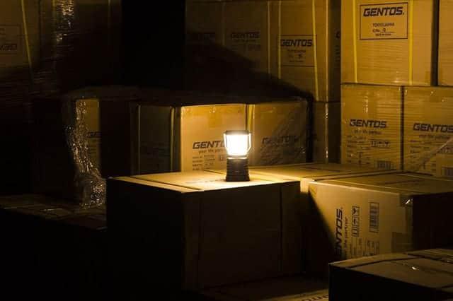 レビュー1,400件オーバーのバカ売れランタン『ジェントス LEDランタン』目に優しい暖色&最高280ルーメン