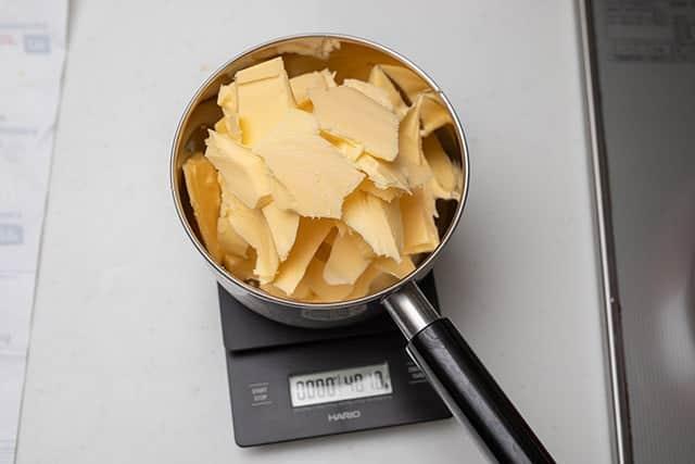 400gのバターをギーにします