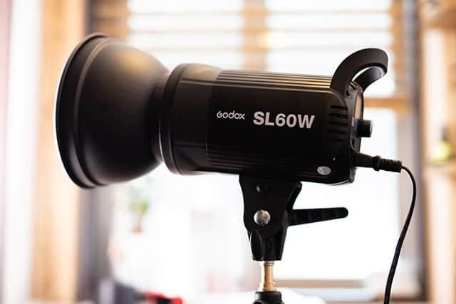 撮影に4100LUXの明るい光を!写真や動画撮影時に強力な定常光ライト『Godox SL60W』レビュー
