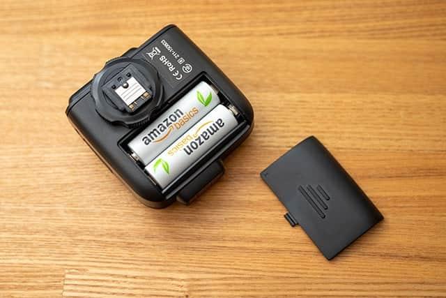 Godox X1T-S 単三電池2本が必要