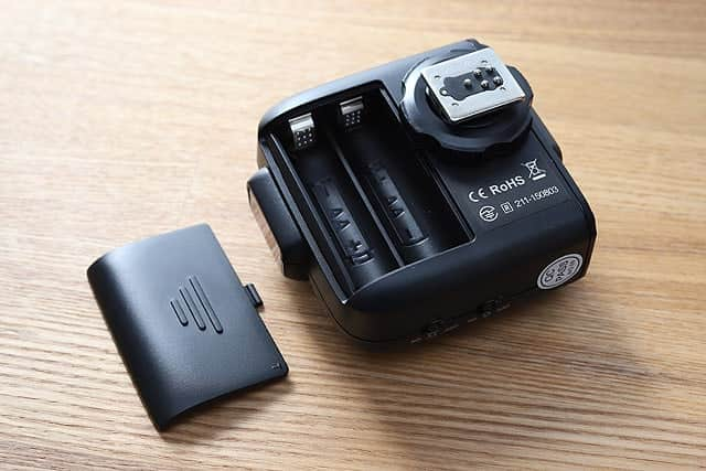 バッテリーは単三電池2本