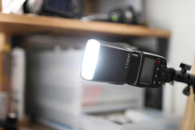 ストロボをカメラに乗せなくてもストロボが点灯
