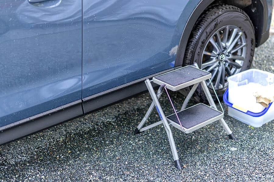 洗車時に屋根を洗うのが簡単に!背の高い車を洗うならこの踏み台がおすすめ