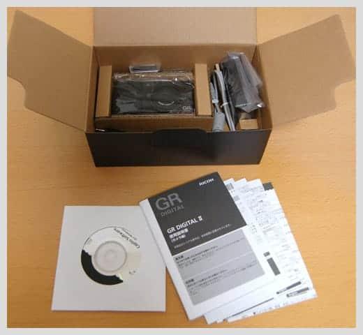 GR DIGITAL II の箱の中身の写真