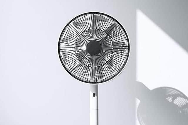 ドライヤー650分の1以上の極わずかな消費電力と蝶二羽分の音量!バルミューダの高級扇風機 GreenFan Japan