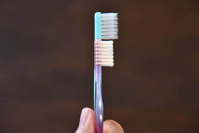 普通の歯ブラシとの比較写真