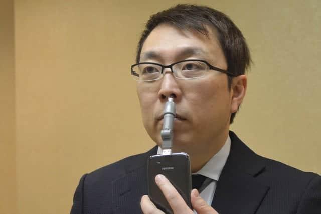 電池不要!スマホがあればどこでも鼻毛がカットできる『スマホde鼻毛カッター』for iPhone & Android