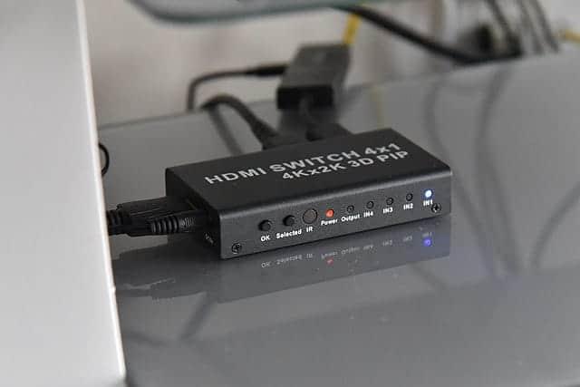 テレビの前から見たHDMI切替器