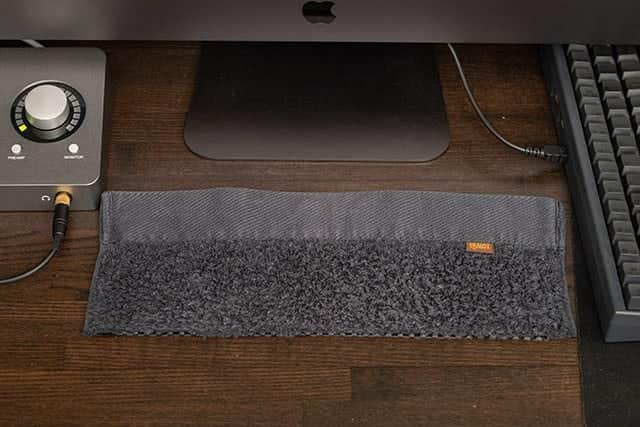 キーボードの下にタオルを敷いてみた