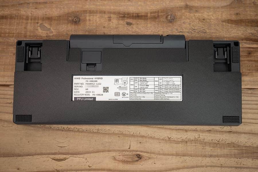 HHKB Hybridの底面に専用吸振マットを貼り付ける