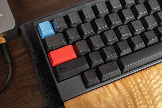 今度は無刻印の青と赤のキートップにしたHHKB
