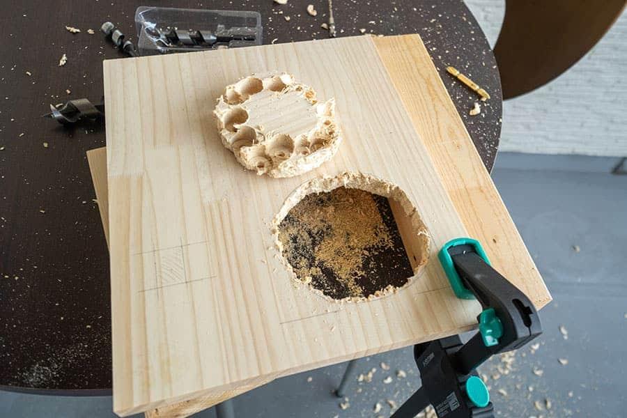 約2mmの板にバンバン穴を開けられます