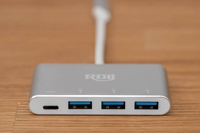 USB-Cが1つ、USB-Aが3つ