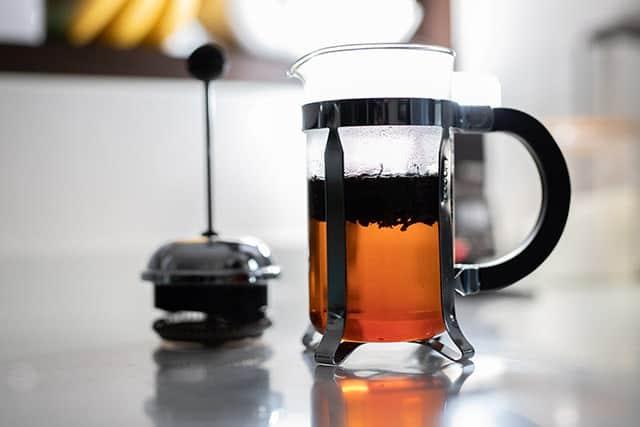 煎茶は沈み、ほうじ茶は浮く