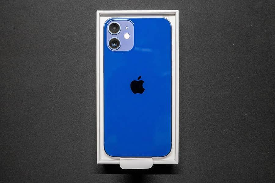 iPhone 12 miniは軽くてコンパクトで最高のスマホサイズ!だけどブルーは青かった...