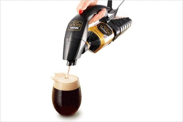 アイスコーヒーにたっぷりのクレマ(泡)を!ネスカフェのハンディアイスクレマサーバー