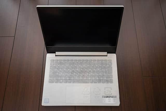 レノボ Ideapad 330S 画面を開いた写真