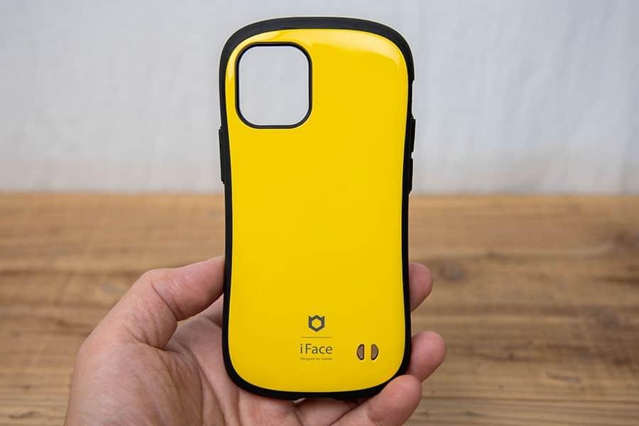 小さい!iPhone 12 miniのケースを持ってみたら小さすぎてワクワクが止まらない