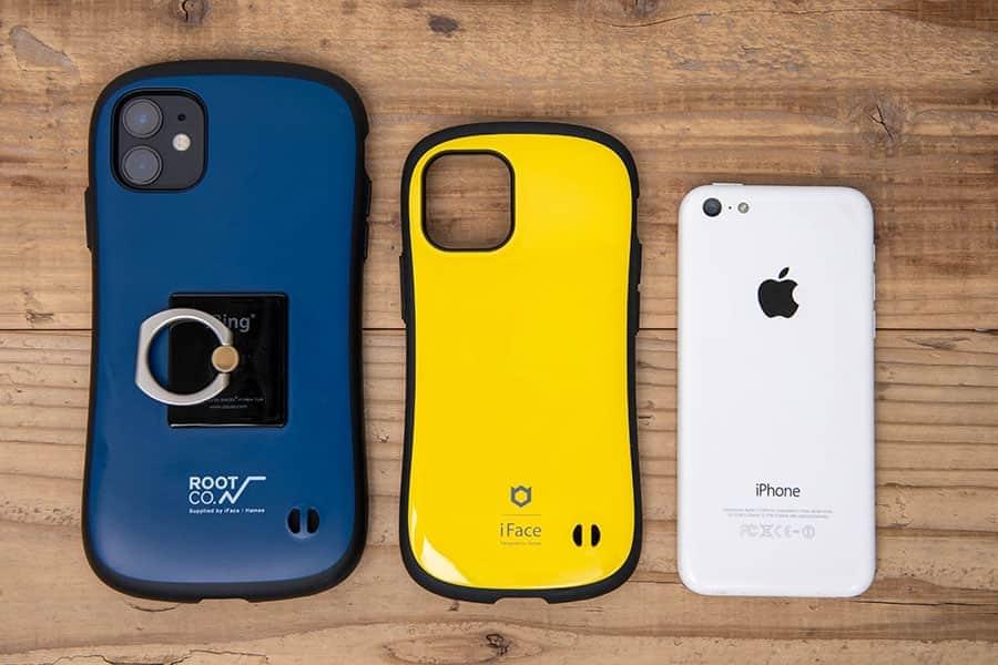 左からiPhone 11、iPhone 12 mini、iPhone 5c