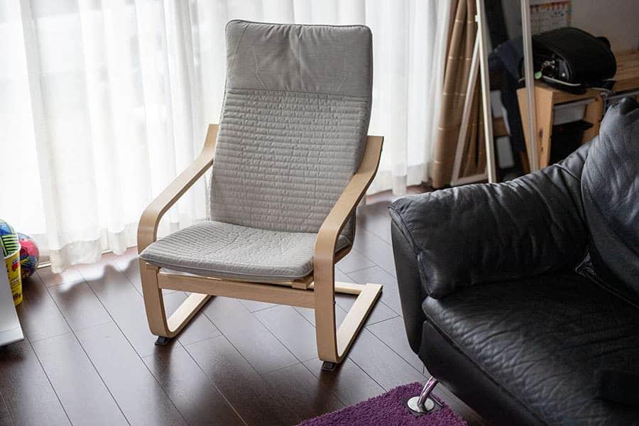 イケアの超ロングセラー椅子『ポエング』買ってみたレビュー 床のキズ対策も