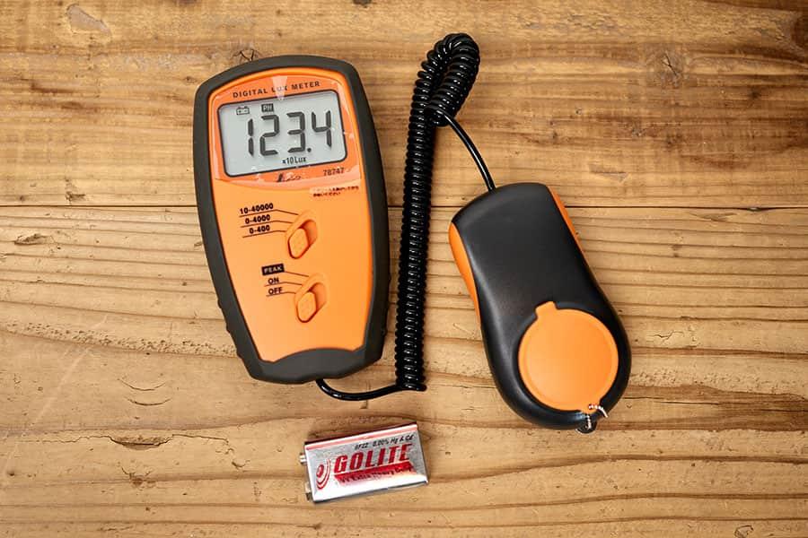 照度計本体と9V乾電池