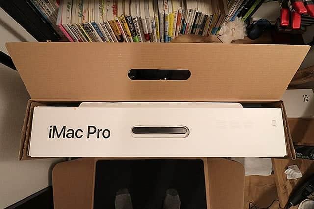 シールが剥がれてるiMac Pro
