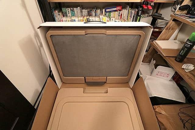 発泡スチロールではなく専用の型紙に入ったiMac Pro