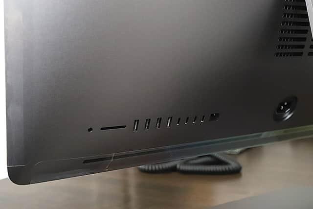 iMac Proの背面ポート