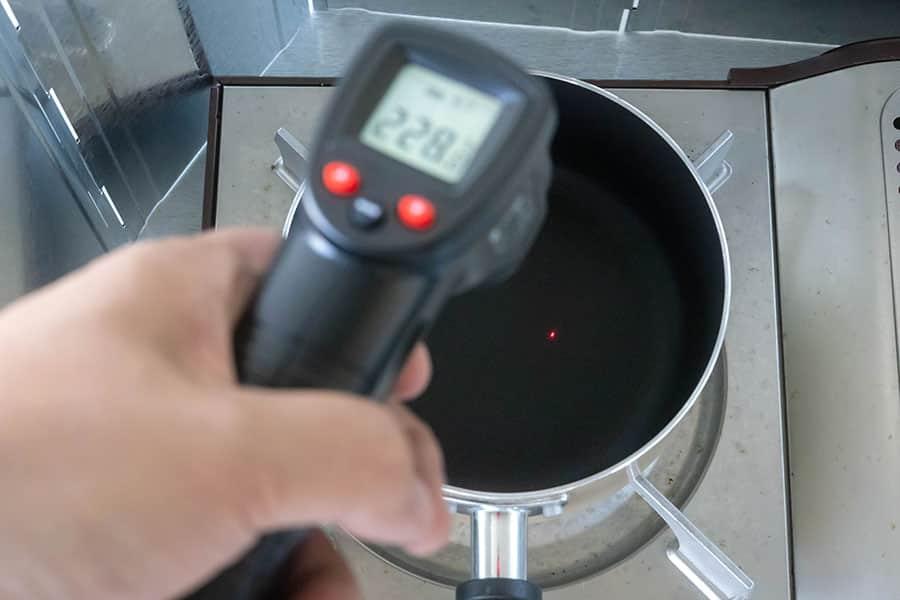 鍋の下準備で加熱する時に検温する