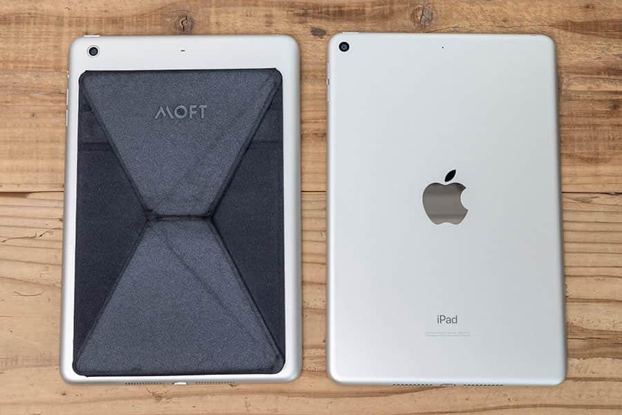 左が2で右が第5世代 iPad mini 背面