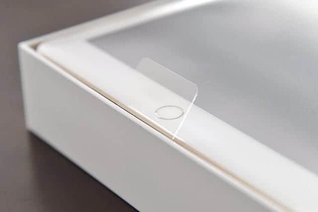 iPad新品の証 透明のフィルム