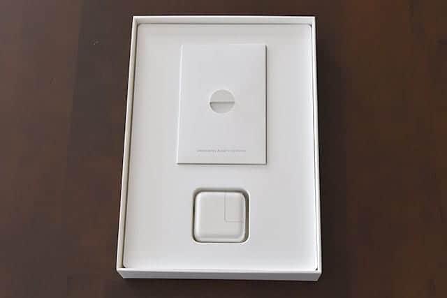 iPadを取るとリフィルと充電器