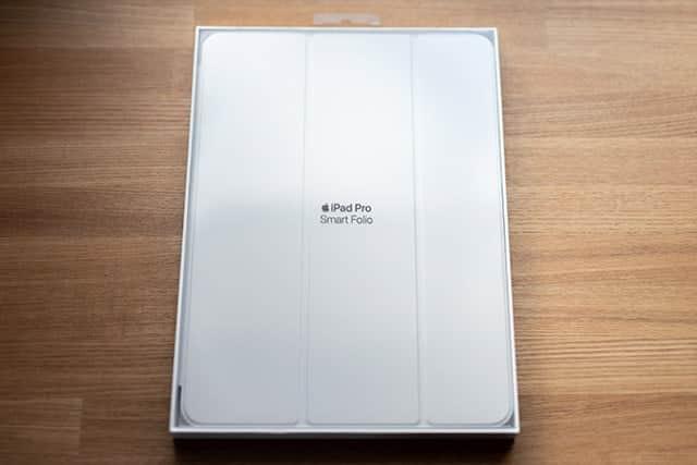 11インチiPad Pro用Smart Folio - ホワイト