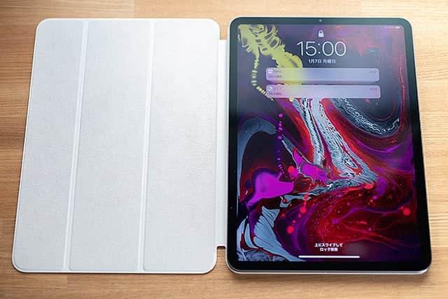 iPad Proを置くだけでペタッと装着完了