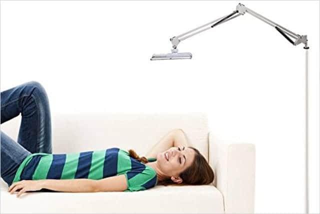 ベッドに寝ながら映画鑑賞が捗るiPad床置きスタンド 安定感抜群!高さも位置も自由に調節可能
